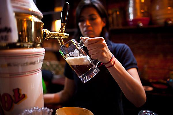 Cerveza en el bar de pulque